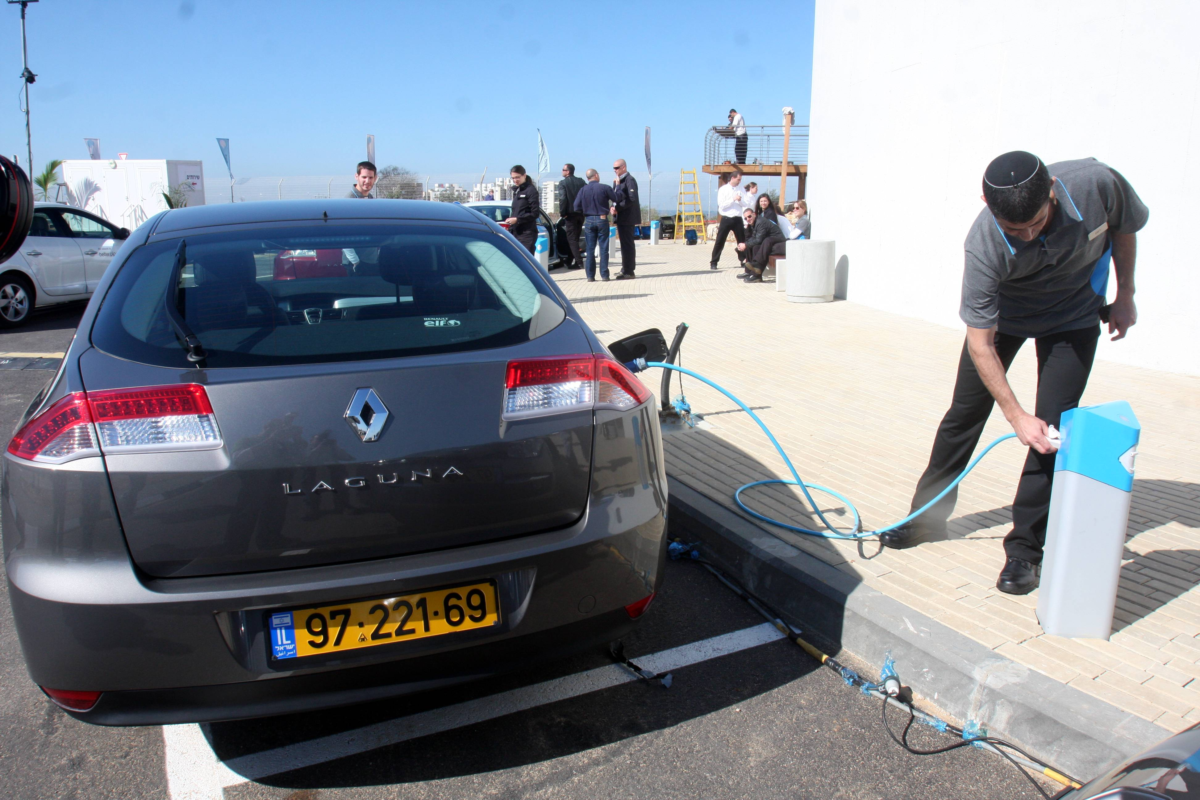 A Better Place Customer Charging His Electronic Vehicle In The Company S Headquarters Ramat Hasharon