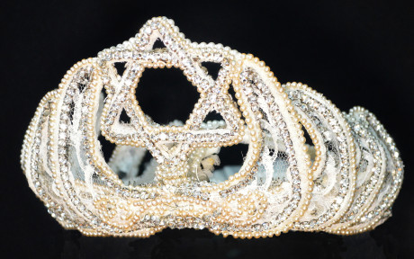 Tucsonan Arlene Brody's pearl, rhinestone and lace tiara, also worn by her sisters and sister-in-law (Athol Cline)