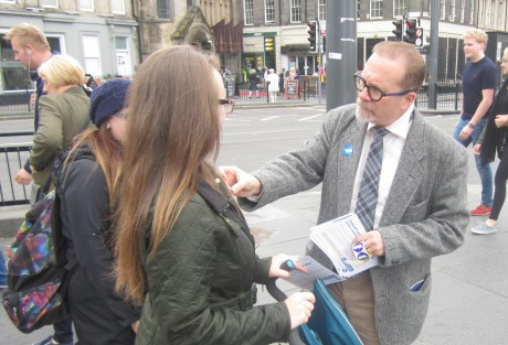 Joe Goldblatt, a Texan who gained Scottish citizenship in July, campaigns for Scottish independence in Edinburgh, September 2014. (Ben Sales)